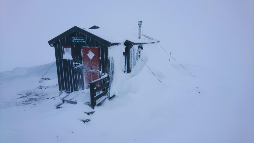 Skarvassbu cabin in the snow