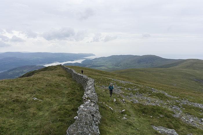 People walking uphill onto the Rhingoau